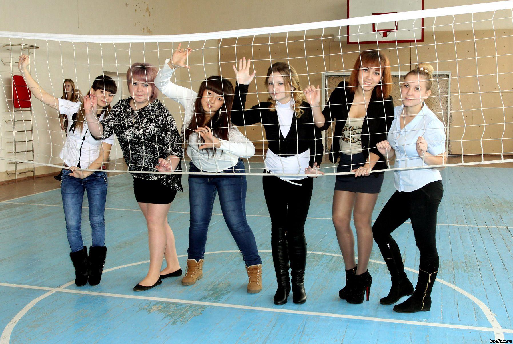 групповое фото в спортзале для выпускного альбома, фотокниги, фотопапки